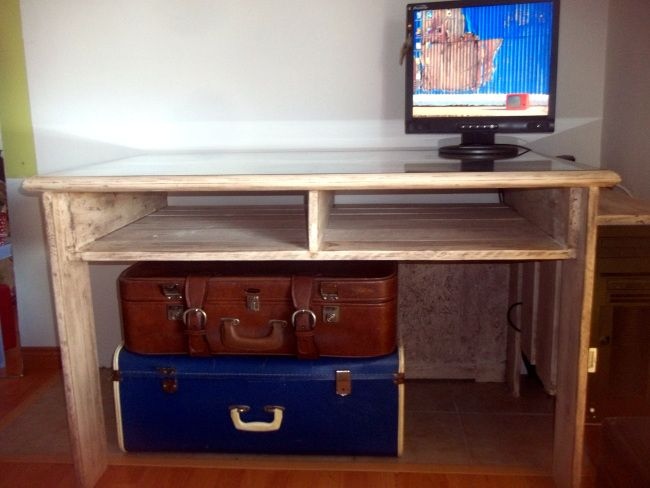 DIY desk made from pallets
