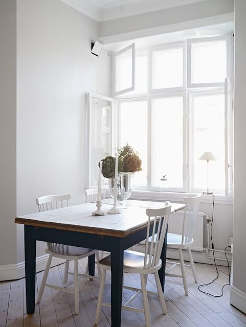 Love the contrast between natural wood top, black legs, white chairs.