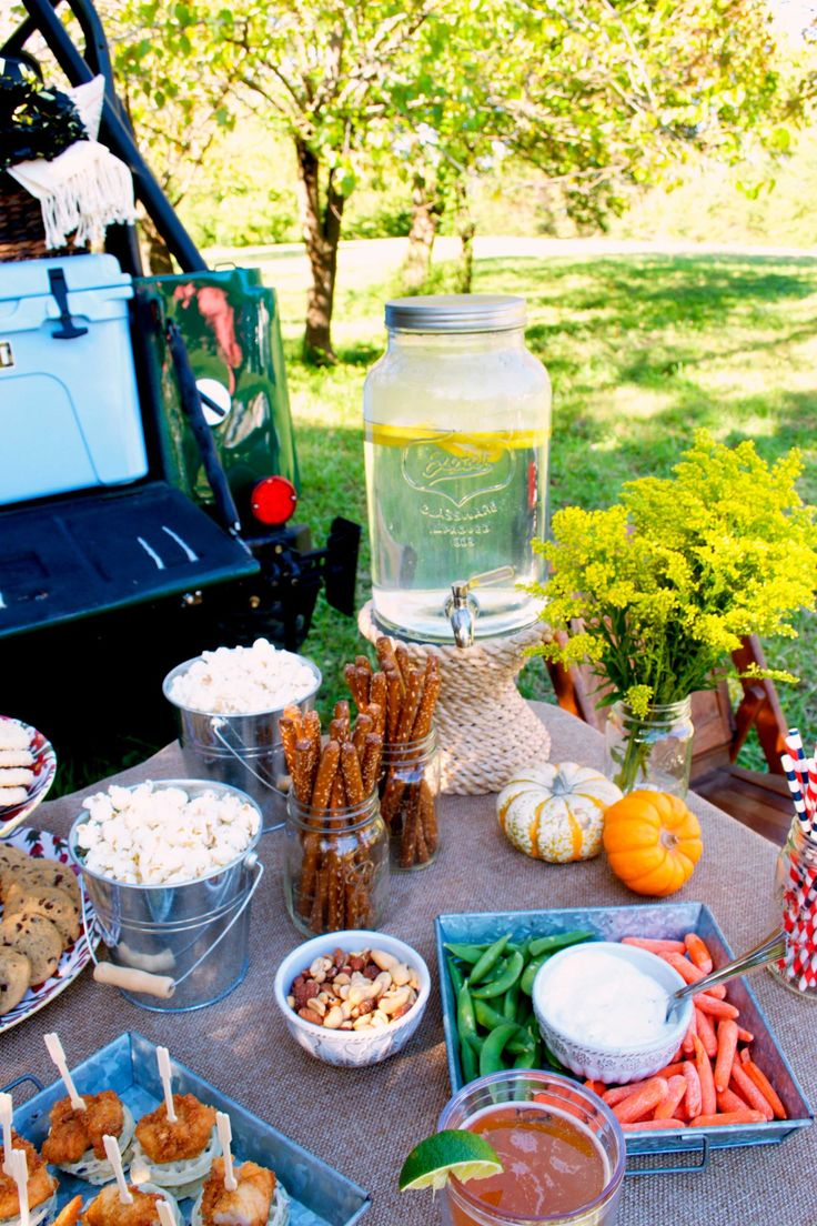 15+Secrets+to+Throwing+a+Classy+Tailgate+Party  - TownandCountryMag.com