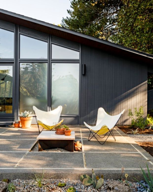 mid century modern hoe with patio