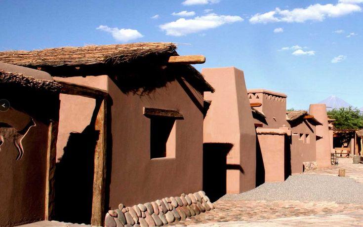 Чили: В 15 минутах ходьбы от центра города Сан-Педро располагается 16 глинобитных домов, построенных из местной древесины, грязи, соломы и камня, типичных строительных материалов Альтиплано. Это отель Altiplanico, отражающий необъятность пустыни, как продолжение местных достопримечательностей. Каждый из домов оформлен в самом традиционном для этих мест стиле. В отеле имеется открытый бассейн, кафе и бар