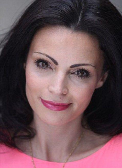 La bellezza di solito è un dono ma non per la 33enne Laura Fernee. L'attraente ragazza di Notting Hill, centro di Londra, si è infatti licenziata rinunciando a un posto di ricercatrice scientifica perchè il suo aspetto fisico non le permetteva più di lavorare: i colleghi