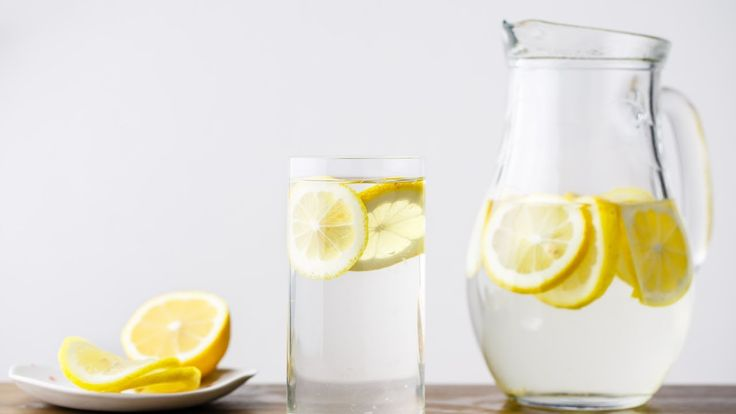 How to Make Alkaline Water (aka. Pink Himalayan Sea Salt + Lemon Water)