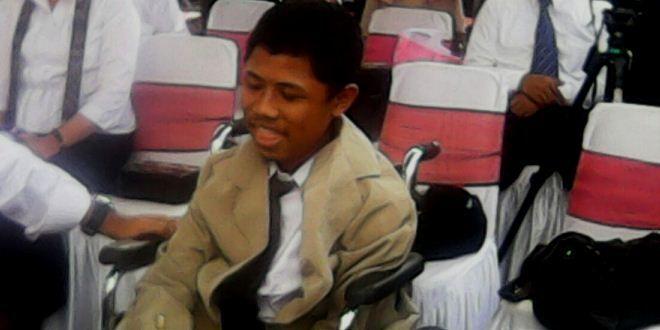 Edupost.id – Bagi Muhammad Fahmi Husain, menggunakan kursi roda ke kampus, bukanlah halangan untuk kuliah. Mahasiswa baru…