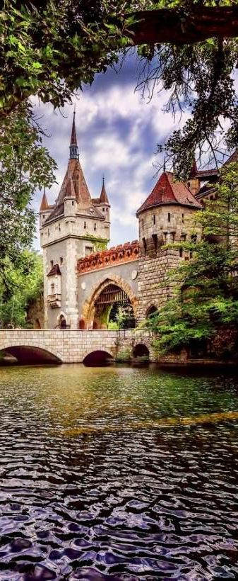Vajdahunyad Castle, Budapest, Hungary    www.shakeit.pl