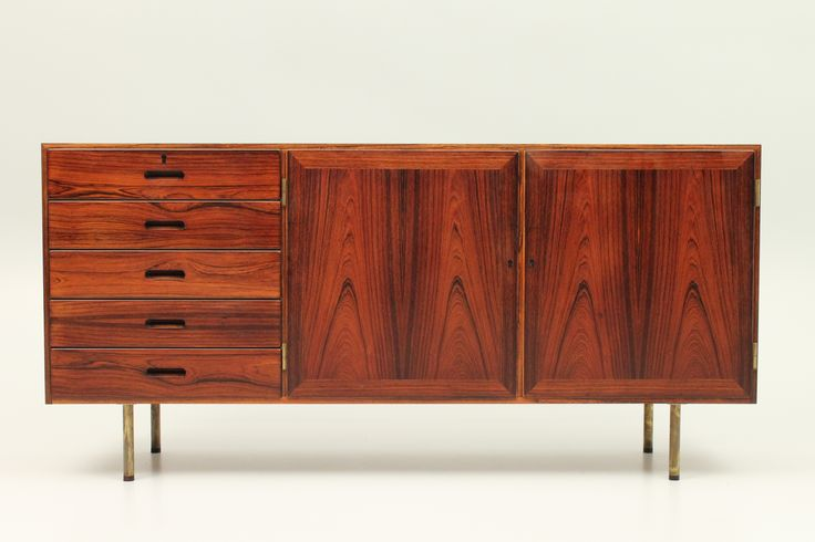 Low rosewood unit by Kai Winding, Denmark. Modified with brass and rosewood legs. www.reModern.dk