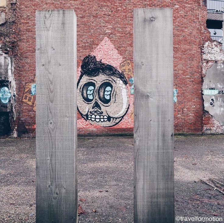 #fence vs #streetart #art #wall #antwerp #antwerpen #visitantwerpen #vsco #vscocam #streetartistry #wanderlust #travel #travelgram #flanders #belgium #igbelgium #belgium_unite #guardiantravelsnaps #city