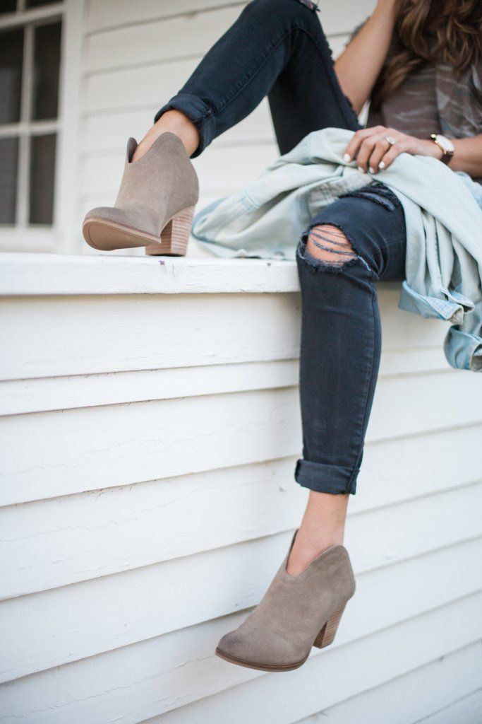 A short list on how to style Western Booties for transitional summer to fall outfits. | #ad #MyDSW | Styling Booties | How to Style Booties | Bootie Fashion Tips | Fall Style Ideas | Transitioning from Summer to Fall Style | Fall Fashion Tips || Lauren McBride