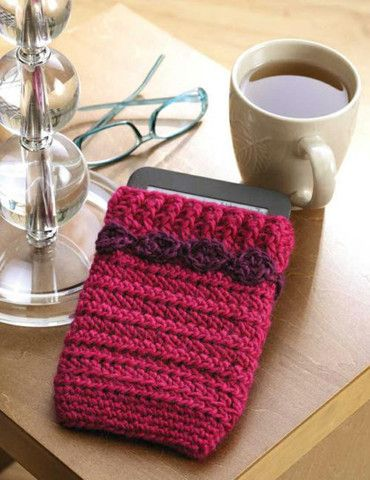 You could crochet this cell phone case and a purse to match it.