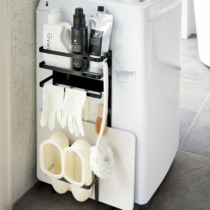 デッドスペースを有効活用!「洗濯機横マグネット収納ラック タワー」のご紹介です。珪藻土マットやバスブーツ、洗濯用洗剤、洗濯ネット、掃除用具など、ごちゃつきがちな洗濯機周りの小物を一括収納できるスグレモノ。マグネットなので取り付けもカンタン。洗濯機周りが一気にキレイに片付きます!ランドリーの雰囲気に合わせて清潔感のあるホワイトと、ランドリーグッズには珍しいモダンなブラックからお選びいただけます。  ■SIZE:約W28×D11×H67cm  #home#tower#モノトーンインテリア#スタイリッシュ#洗濯機周り#洗濯機#ランドリー#ランドリー収納#ランドリールーム#暮らし#丁寧な暮らし#シンプルライフ#おうち#北欧雑貨#北欧インテリア#収納#シンプル#モダン#便利#おしゃれ #雑貨 #yamazaki #山崎実業