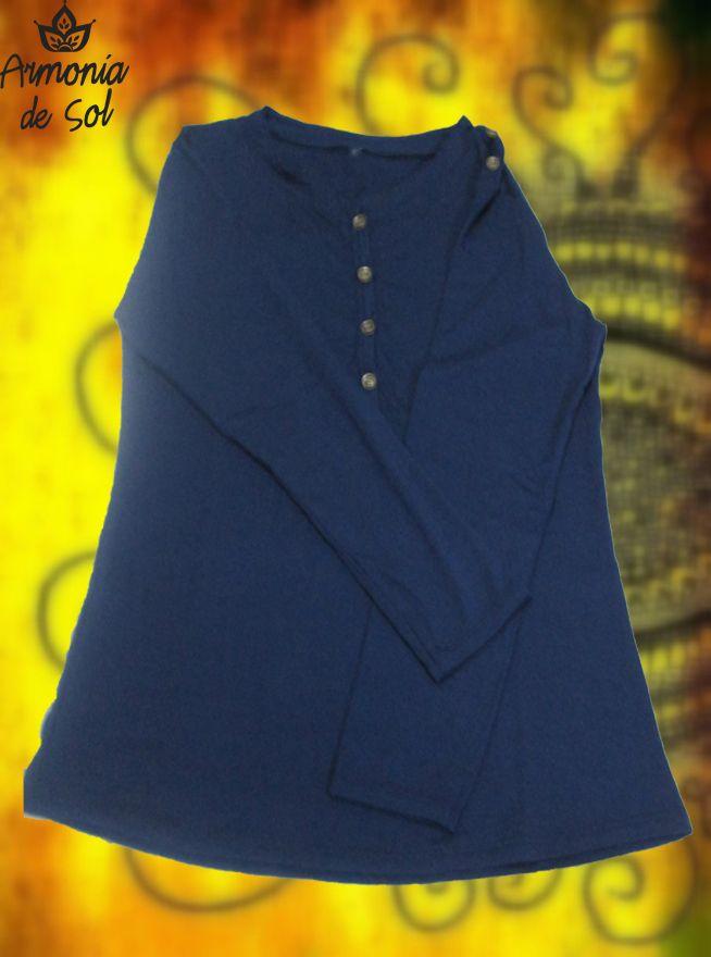 Remara manga larga color azul marino con botones en escote y hombro derecho. Talle único. Precio: $140
