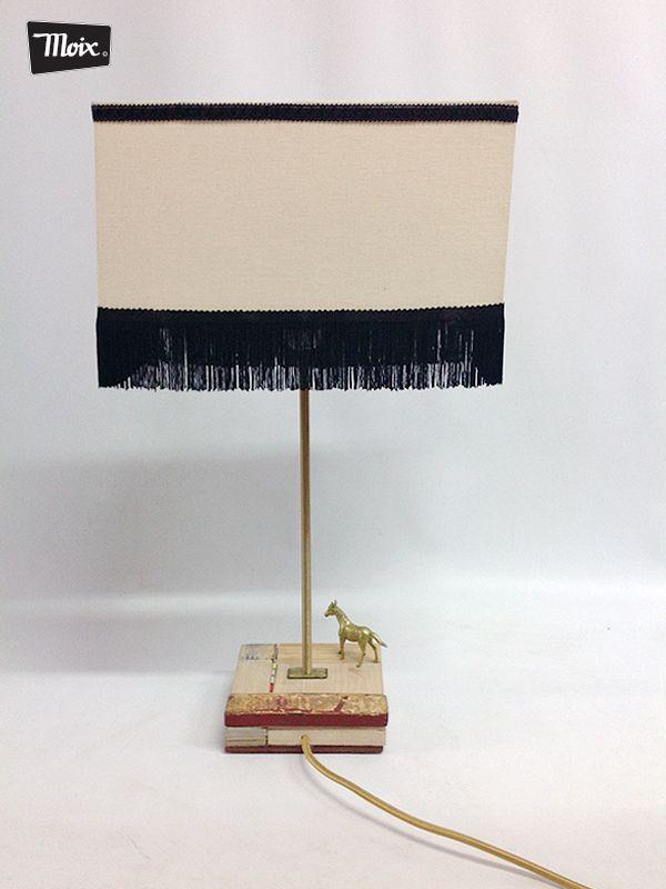 """#Lámpara """"Lida de #moix"""" - base en maderas de reciclo, varilla roscada de hierro latonado, pantalla textil de época. 50 €."""