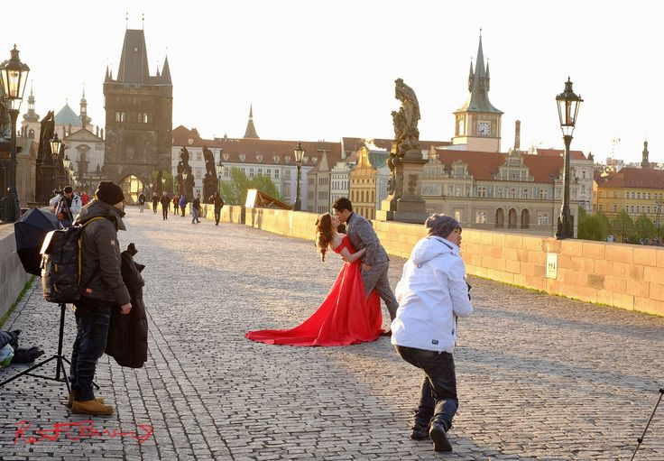 https://flic.kr/p/TYh5sf | Zero Degree, Brides of Charles Bridge Club | This mornings (24th of April 2017) - Zero Degree, Brides of Charles Bridge Club - brought to you by the Lady in Red. And her suitably attired groom. Yes when we booked (our trip to Prague) we all thought it would really be Spring!!!  See my Prague Spring, Street Fashion Sydney - Prague edition photos here - streetfashionsydney.blogspot.com.au/2017/05/sfs-prague-ed...  Fujifilm X-T1 XF35mmF1.4 R ƒ/7.1  35.0 mm 1/125…