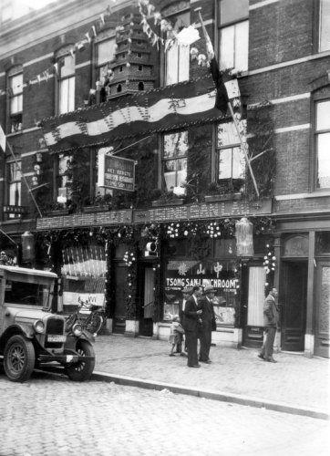 Het eerste Chinese restaurant te Katendrecht Rotterdam: Tsong San Lao. VVV-week september 1935.