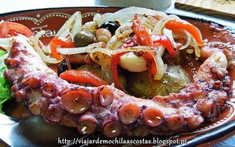 Viajar de Mochila às Costas: Polvo com batatas a murro e salada de pimentos vermelhos