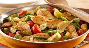 Italian Chicken and Vegetable Skillet This Italian dish of colorful vegetables and savory chicken comes together in minutes! Serves:3, 400 calories, 58 grams of protein, 14 grams of carbohydrates, 16 grams of fat, and 4 grams of fiber. For full recipe go to www.Mydietfreelife.com