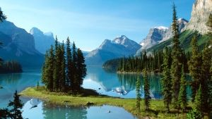 Maligne Lake in Jasper
