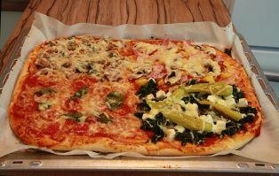 Die perfekte Familienpizza: knuspriger Teig und vier unterschiedliche Beläge