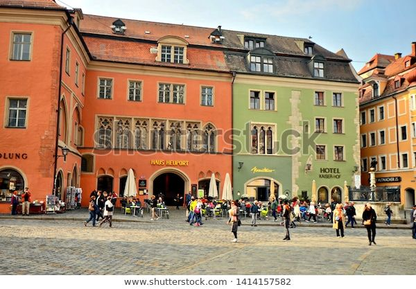 Regensburg Bavaria Germany October 20th 2018 Colourful Houses Throughout The Streets And Squared Of Historic Regens En 2020 Baviera Alemania Ratisbona Regensburg