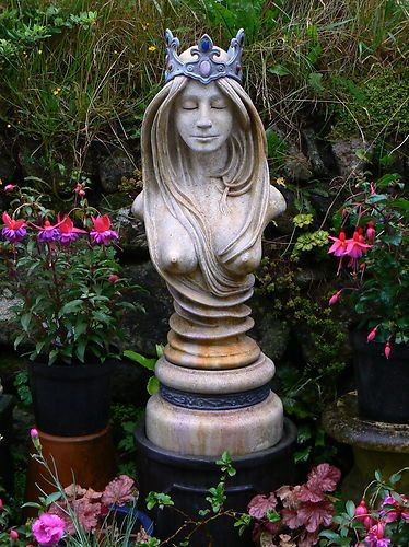 Incroyable Pagan Garden Statues Fasci