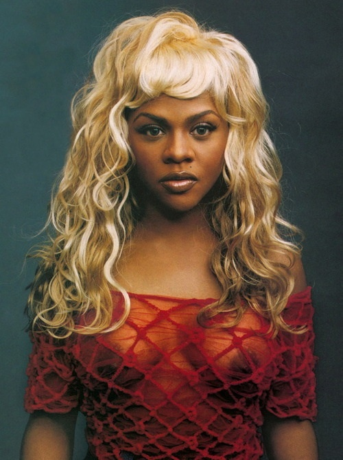 Lil Kim, Annie Leibovitz. #beautiful brown and black people in blonde hair #pin up #pinup