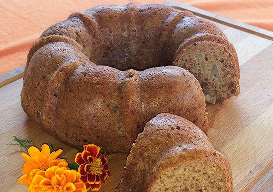 3-ingredient Easy Apple Spice Cake