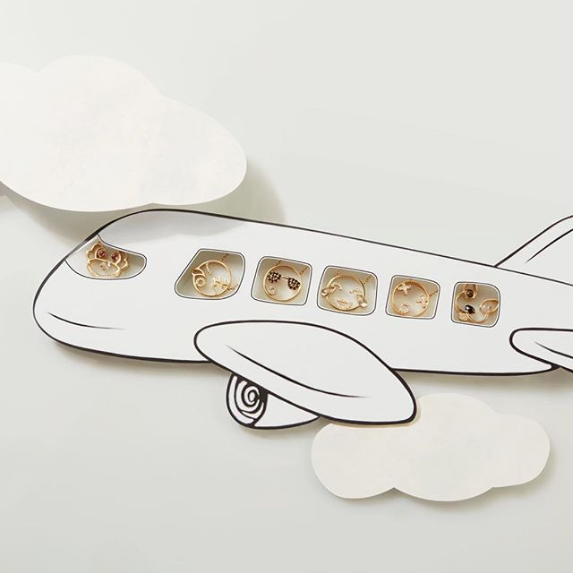 We are jetting off to Vegas for the COUTURE show! Stay tuned while RUIFIER is on tour! @by_couture  #vegas #couture #couturetakeover #RUIFIER #RUIFIERVisage #gold #lovegold #jewellery #pendants #animal #travel #plane