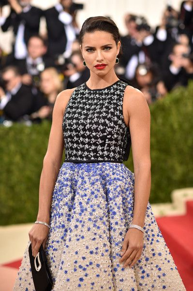 """Adriana Lima Photos - Adriana Lima attends the """"Manus x Machina: Fashion In An Age Of Technology"""" Costume Institute Gala at Metropolitan Museum of Art on May 2, 2016 in New York City. - 'Manus x Machina: Fashion In An Age of Technology' Costume Institute Gala - Arrivals"""