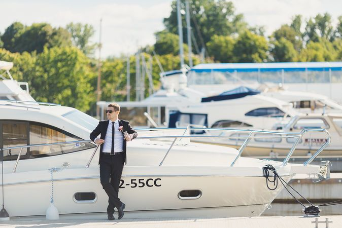 Bridegroom with yacht