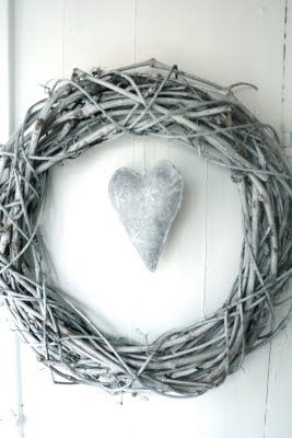 A Frosty Spray-Painted Wreath: Diy Home Decor, Christmas Decoration, Home Decor Ideas, Diy'S, Crafts Wreath Ideas, Homes, Craft Ideas, Winter Wreaths
