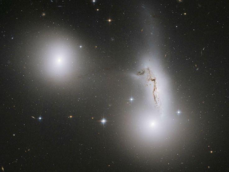 Um passeio pelo espaço profundo com o Hubble
