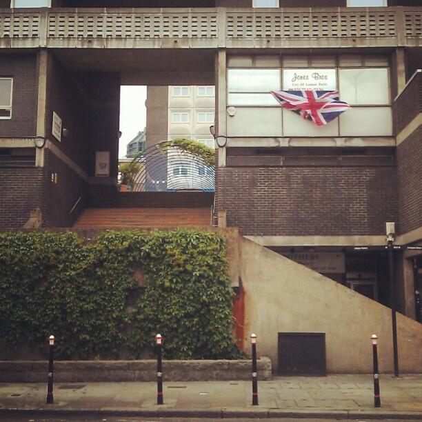 @levantisphoto | Middlesex St #e1 #londonpop #architecture #urban | Webstagram - the best Instagram viewer