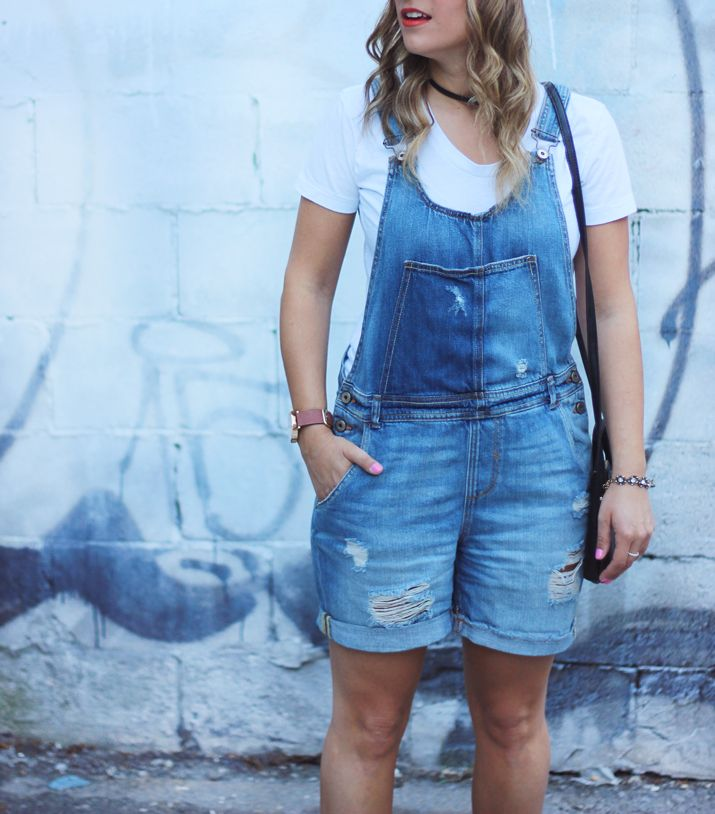 Easy weekend outfit: How to Wear Overalls Fashionably (like a fashion blogger) | http://somethingaboutthat.com