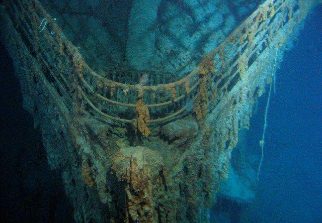 Βουτιά… στην ιστορία Είναι ίσως το πιο εμβληματικό πλοίο όλων των εποχών, όμως η πιο κοντινή εμπειρία που μπορεί να έχει κανείς με το υπερωκεάνιο «Τιτανικός» είναι μια επίσκεψη στο μουσείο του Μπέλφαστ ή… μια βραδιά με ποπ κορν και την ομώνυμη ταινία με τους Λεονάρντο ντι Κάπριο και Κέιτ Γουίνσλε