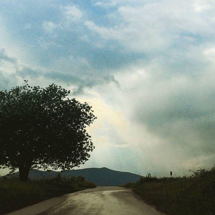 Heute Nachmittag sind wir wieder daheim angekommen. Ich vermisse #kroatien jetzt schon. Ich habe das Gefühl mich hier zuhause wieder mehr eingewöhnen zu müssen als dort. Auf einmal wieder soviele Menschen laute Geräusche und Hektik. Hier noch ein paar Bilder von #croatia #hrvatska #thunder #Gewitter #ways #wege #wandern #travel #hiking #nature #wetter by juledrehorgel