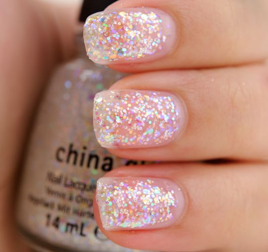 China Glaze Ring in the Red, Champagne Bubbles, Tinsel Town, and Snow Globe Nail Lacquers China Glaze Let It Snow: Ring in the Red, Champagne Bubbles, Tins