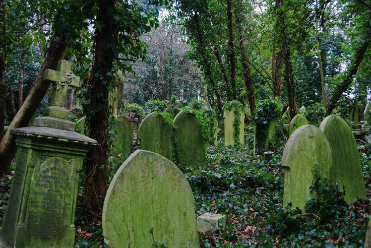 Highgate Cemetery - A gothic masterpiece in London