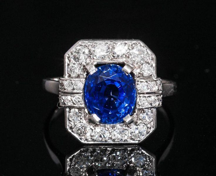 Bagues anciennes / Art déco / Bague Art Deco en platine, diamant et saphir.