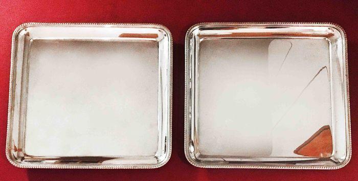 Catawiki, pagina di aste on line  Numero due vassoi/svuotatasche quadrati identici argento 800 punzone argentiere Miracoli di Milano 1960