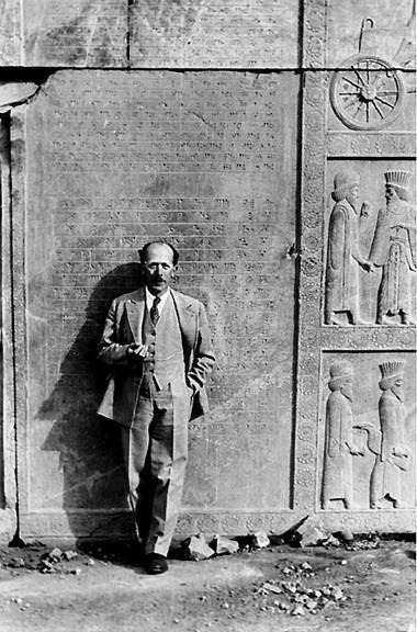 البروفيسور الألماني المستشرق ارنست هيرسفيلد في بغداد 1907هو مستشرق ألماني , أختص بالأثار وخاصة في العراق والشام وأيران , من مؤلفاته رحلة «أثرية» في مناطق الفرات ودجلة.