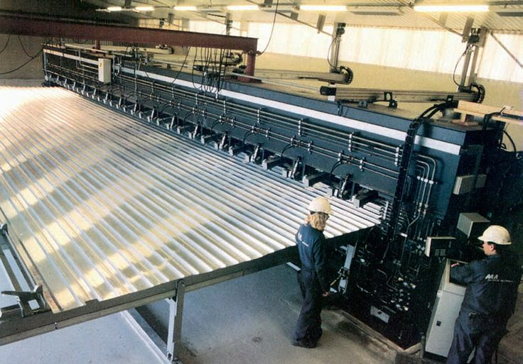 A large panel at a shipbuilding facility is being welded using the friction stir welding method. http://weldingproductivity.com/article/welding-with-friction/