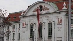 По данным австрийского информационного ресурса heute.at, на прошлой неделе венский концертный зал Концертхауз был эвакуирован во время представления. Причиной стал пожар, случившийся на крыше здания. За несколько минут зрители были выведены из здания, а вызванные