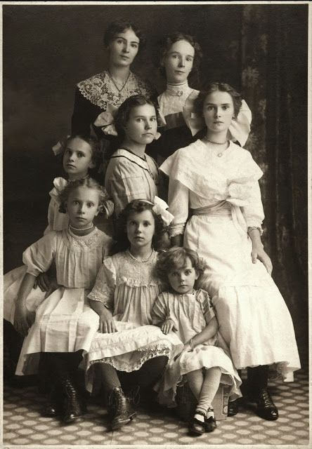 Picture Perfect  EDWARDIAN Photograph 1912 Eight Beautiful Sisters