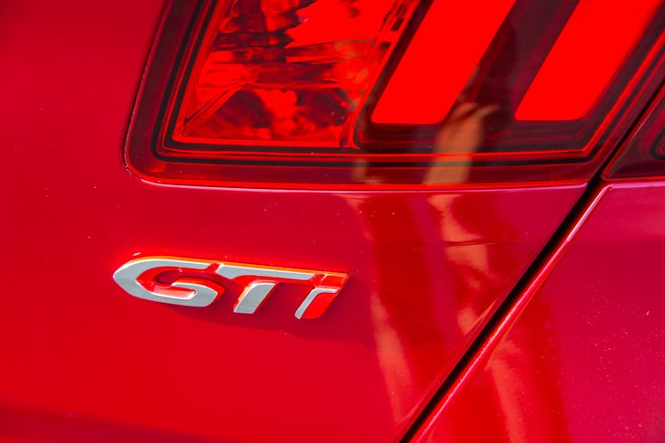 Designed by Peugeot Sport as a worthy companion to the New 208 GTi by Peugeot Sport and the RCZ R, the New 308 GTi by Peugeot Sport delivers superb mechanical precision.