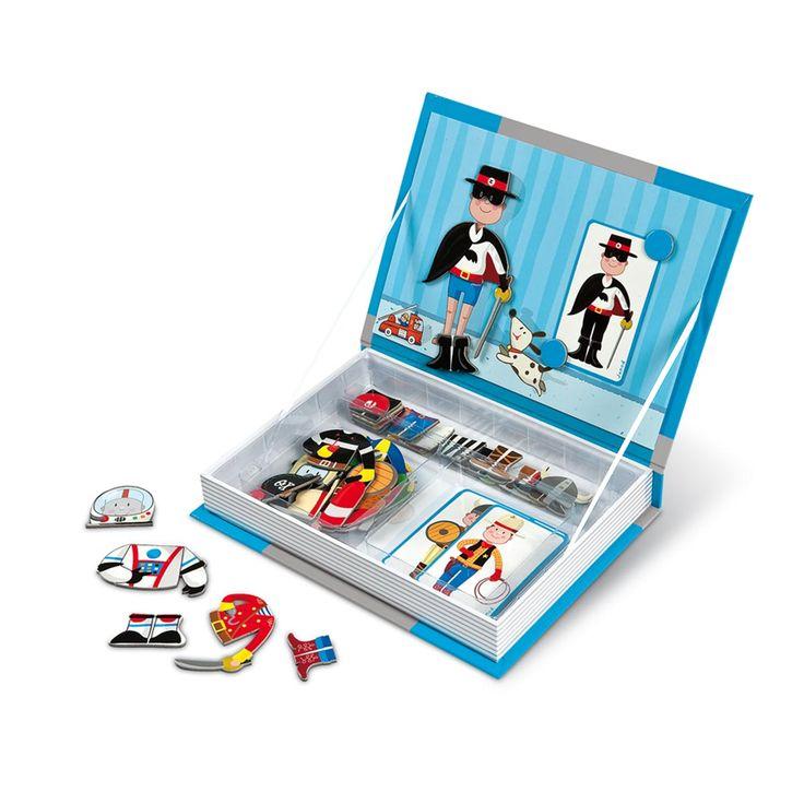 Ce joli coffret peut être rangé dans une bibliothèque. Votre enfant pourra recomposer les déguisements de Zoro, de cow boy, d'astronaute et bien plus encore grâce à des magnets illustrés. Il pourra s'aider des modèles sur des cartes imprimées ou développer son imagination en créant lui-même ses propres déguisements !