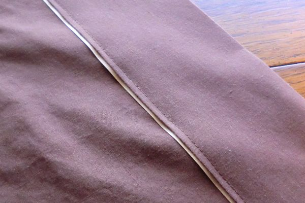 How to make a flat sheet for a toddler bed/crib mattress.