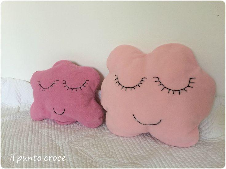cuscini nuvola rosa dietro