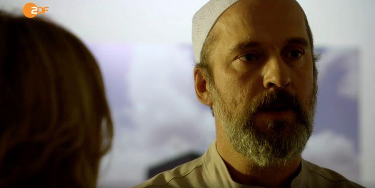 """Heute im ZDF um 19:25 Uhr seht Ihr Matthias Matz in einer außergewöhnlichen Rolle. In """"Notruf Hafenkante"""" - Folge """"Morgenland"""" spielt er den zwielichtigen Konvertit Gerd """"Jassir"""" Molsen, der im Namen des Islams junge Männer für seine fundamentalen Pläne einspannt."""
