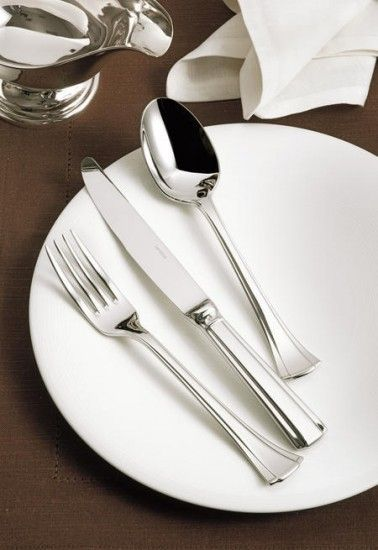 Continental cutlery by Sambonet features a classic Art-Deco fan-shape handle. Flaired at the bottom of the shaft, Continental is true to its name, giving the pattern a decidedly French look. The style of the handle means that it is one of the heaviest that Sambonet makes. Sambonet Continental is intended for use in the finest restaurants, but is perfect for your home. Its simple styling it will coordinate with any table setting.