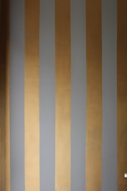 at some part of the wall or under the bar we can paint blue and gold like this, using tape to make thhe fine lines